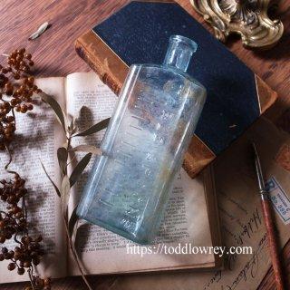 ヴィクトリアンの薬局から / Antique Bottle with Tablespoon Graduation Marks