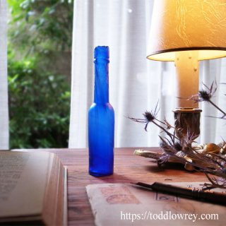 細く長く青い透明 / Antique Deep Blue Glass Bottle