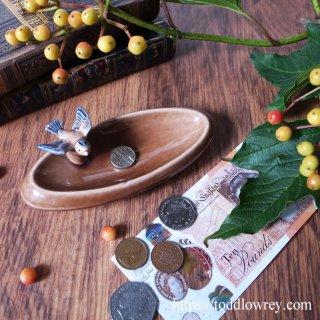 小鳥が見守る小さなお皿 / Vintage Wade Trinket Tray with Bird