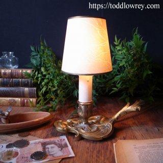 金色の光を纏うカルトゥーシュ / Vintage Brass Table Lamp with Shade-1