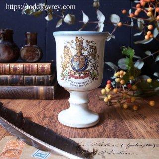 王室の紋章をゴブレットで愛でる / Vintage Queen Elizabeth II Silver Jubilee Stoneware Goblets 1977