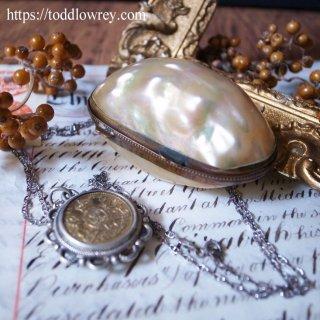 真珠色の貝のケース/ Antique MOP Rosary Case
