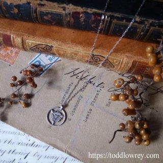3個のどんぐりが意味するもの / Antique Threepenny Charm with Chain