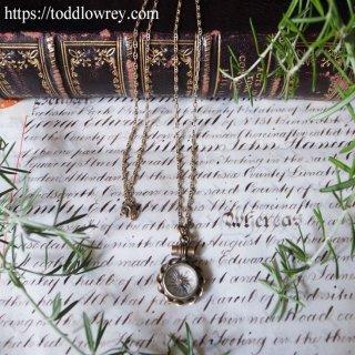 時計ではなくコンパスに従って生きよ / Antique Small Compass with Chain