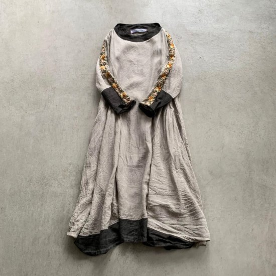 HALLELUJAH  羊飼い刺繍ローブFlax (2021AW)