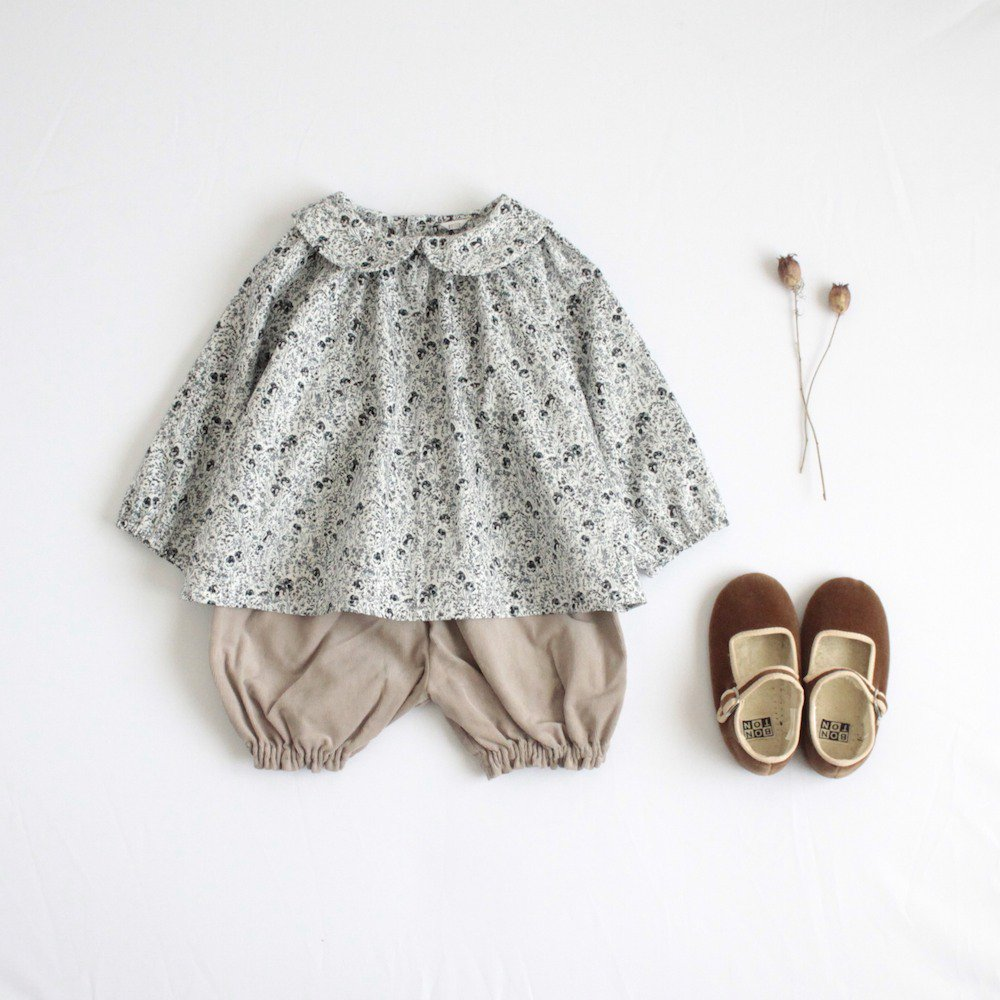 Round collar blouse (gray)