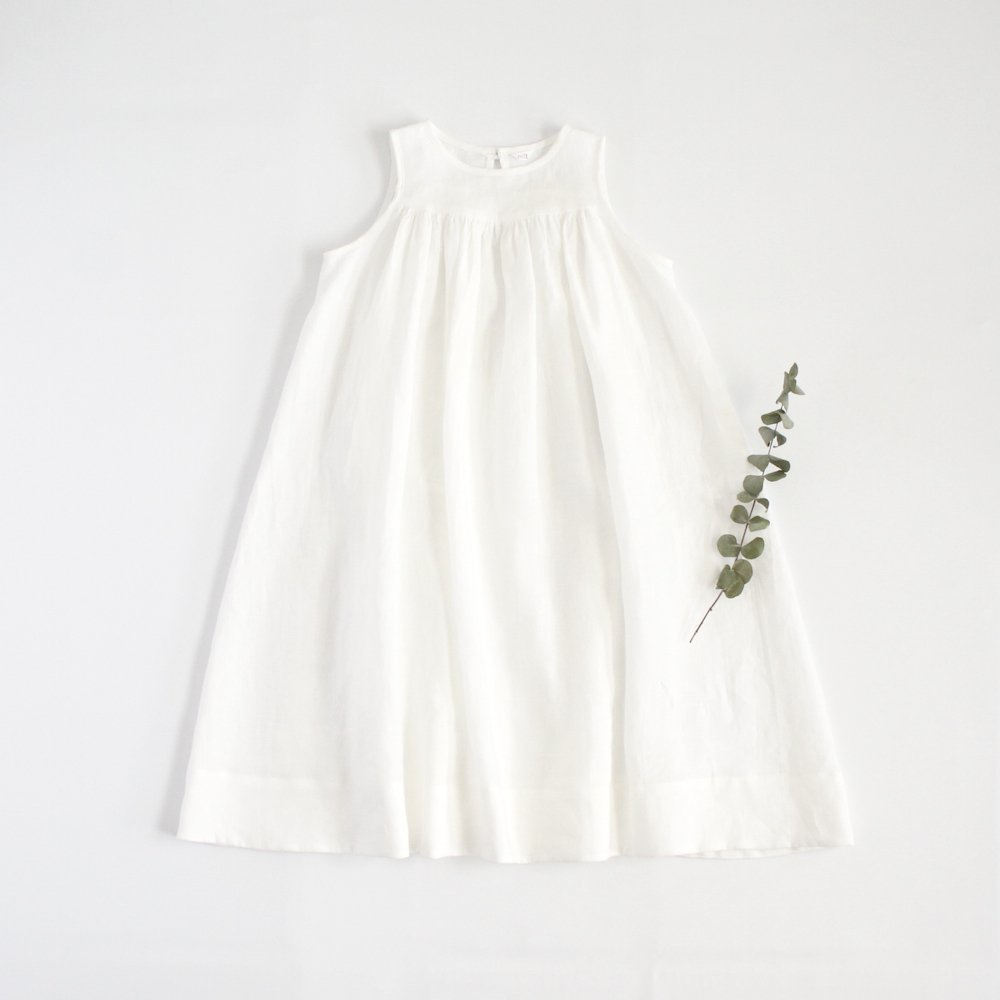 Sleeveless long dress -white-