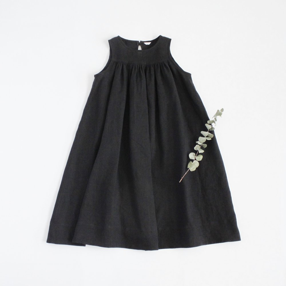 Sleeveless long dress -black-