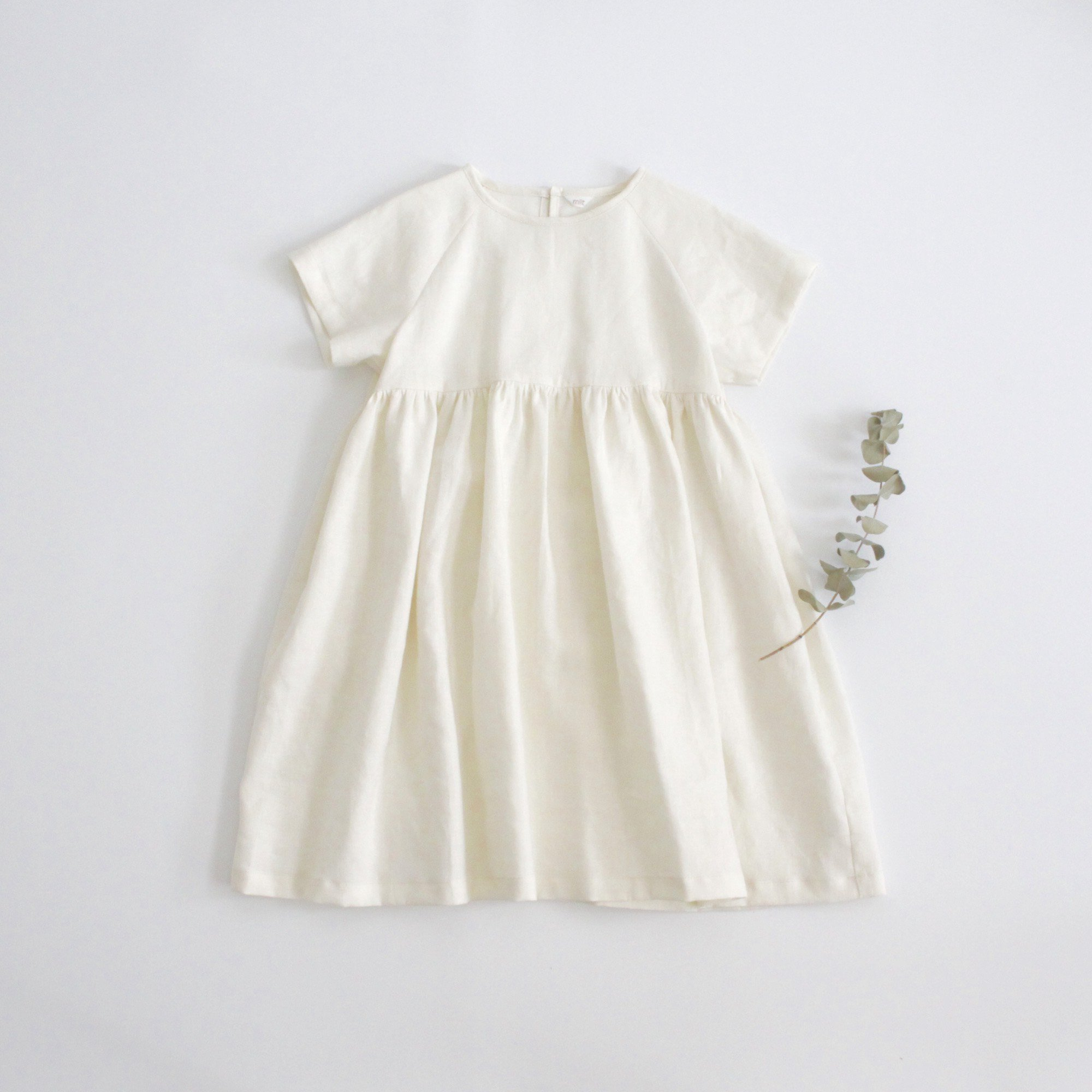 <img class='new_mark_img1' src='https://img.shop-pro.jp/img/new/icons14.gif' style='border:none;display:inline;margin:0px;padding:0px;width:auto;' />Linen raglan sleeve dress 110