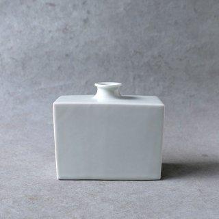 設楽享良 白磁角瓶(横長・丸口)