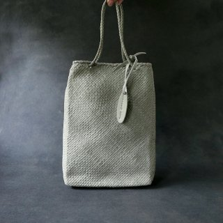ヨーガンレール やぎ革バッグ(信玄袋タイプ) 白鼠