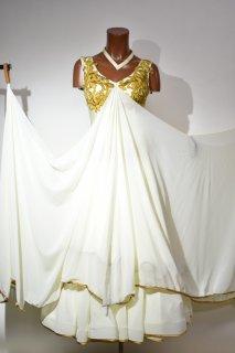 スタンダードドレス MG クリーム Mサイズ 163271600