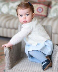 イギリスOLIVIER Baby&Kidsカシミヤカーディガン白シャーロット王女タイプ