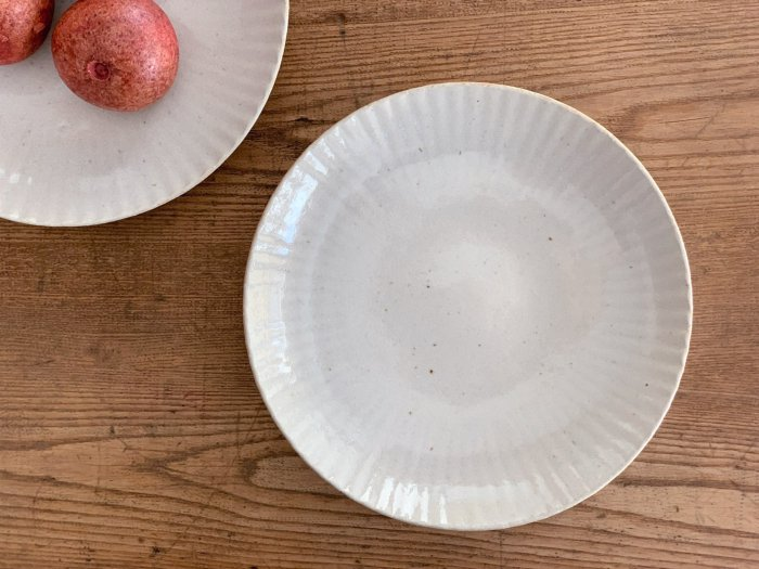まる菊8寸皿/やわグレー たくまポタリー