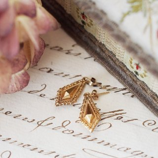 9K Rhombus Hanging Pierced earrings