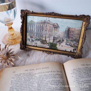 優美なフレームに囲まれた夢幻の世界/Antique Photo Frame