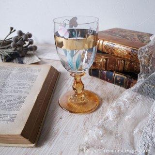 歴史の深みを背負う可憐なグラス/Antique Bohemian Wine Glass with Fritillaria