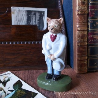 優雅に競馬を観戦中のネコ紳士/The City Gent Catkins by WADE