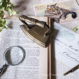 きちんとした英国を体現するアイコン / Vintage Miniature Brass Iron