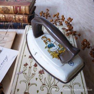 英国版昭和家電はいかが / Vintage Toy Iron by CHAD VALLEY EMGLAND