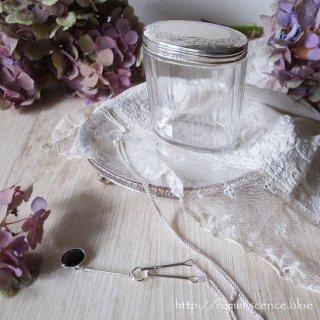 豊穣の葡萄の葉を掲げた銀の楕円 / Antique Starling Silver Dresser Jar