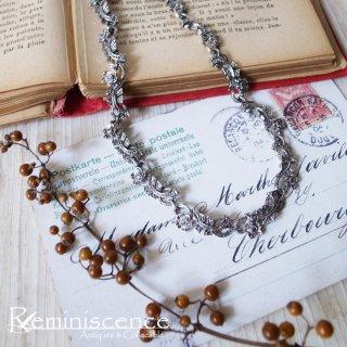 連なる小花を首元に咲かせよう / Vintage Marcasite Flower Necklace