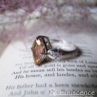 移りゆく色味を愛でる / Vintage Sterling Silver Ring with Marquise Cut Glass Cabochon