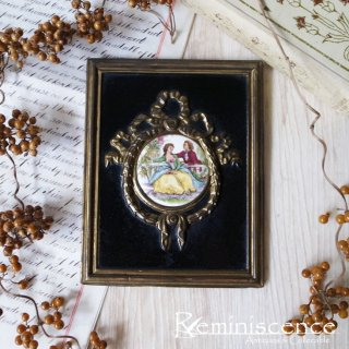 可憐で優美なアートピース / Antique Miniature Watteau Plaques with Brass Garland Frame-Date