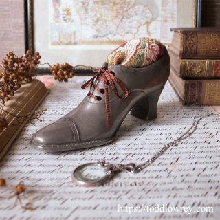 ヴィクトリアンのレディが愛した編み上げ靴 / Antique Victorian Ladies Shoe Pin Cushion