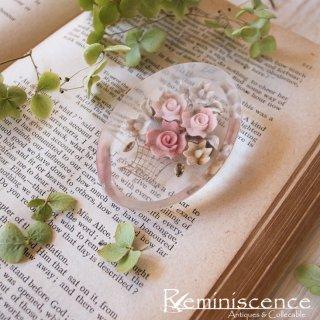 オーバルに浮かぶ薔薇の花籠 / Vintage Lucite Intaglio Brooch