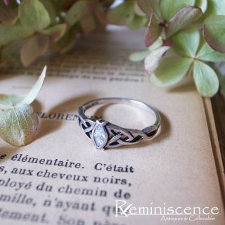 侯爵夫人とトリスケル / Vintage Sterling Silver Triquetra Ring