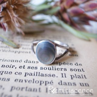 日常に少しだけ色を差す /Vintage Sterling Silver & Black Mother of Pearl Ring
