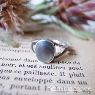 日常に少しだけ色を差す /Vintage Sterling Silver & Black Mother of Pearl Ring