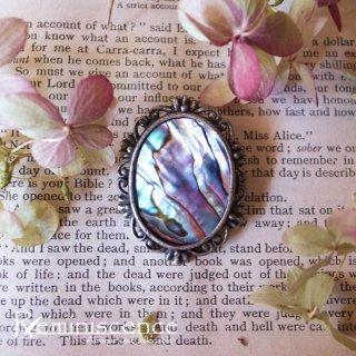 光差す海底のような深い虹色 / Vintage Avaron Shell Oval Brooch