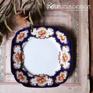 ロココの薫りを感じさせる和風 / Antique Royal Albert Square Plate