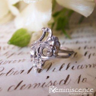 ロココの薫り漂う銀の指輪 / Vintage Rococo Style Sterling Silver Ring