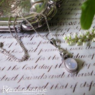 青白い月長石の輝きを胸に / Vintage Moon Stone Charm with Silver Chain Pendant