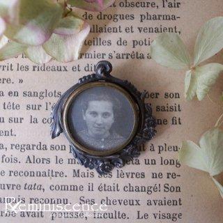 常に傍にいてほしい / Antique Photo Holder Brooch