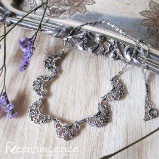 銀色のフリルを首元に / Vintage Marcasite Leaf Necklace