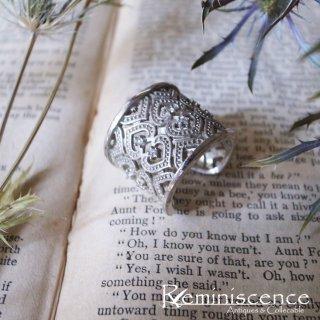 一幅の絵のような透かし彫りを愉しむ / Vintage Silver Open Band Ring