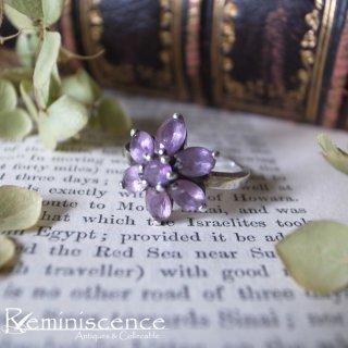 パープルの小花を指に咲かせて / Vintage Amethyst Glass Flower Cluster Silver Ring