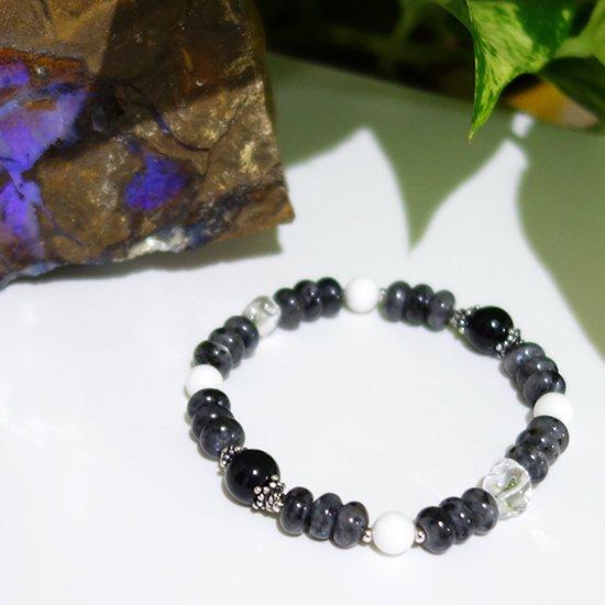 【Mono tone】モリオン ラルビカイト ホワイトシェル 水晶のブレスレットの写真1 cute stone