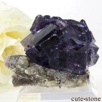 中国 内モンゴル産 パープルブルーフローライトの母岩付き結晶(原石) 32gの画像