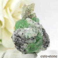 タンザニア産 ツァボライトの母岩付き結晶(原石) 33ctの画像
