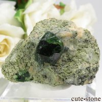 イラン Belqeys Mountain産のデマントイドガーネットの母岩付き原石 37gの画像