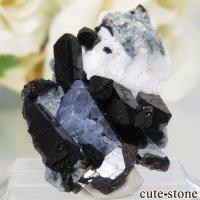 カリフォルニア産 ベニトアイト&ネプチュナイトの母岩付き結晶(原石)4.3gの画像