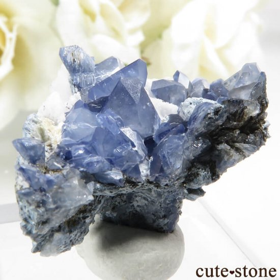 カリフォルニア産 ベニトアイトの母岩付き結晶(原石)4.4gの写真0 cute stone