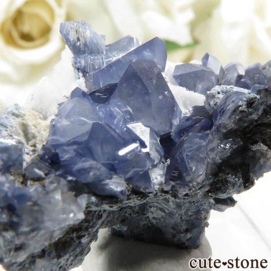 カリフォルニア産 ベニトアイトの母岩付き結晶(原石)4.4gの写真3 cute stone