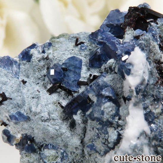 カリフォルニア産 ベニトアイト&ネプチュナイトの母岩付き結晶(原石)7.8gの写真4 cute stone