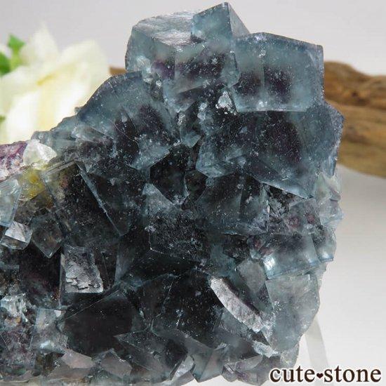 ナミビア Okorusu Mine産ブルー×パープル×グリーンフローライトの原石 53.5gの写真3 cute stone